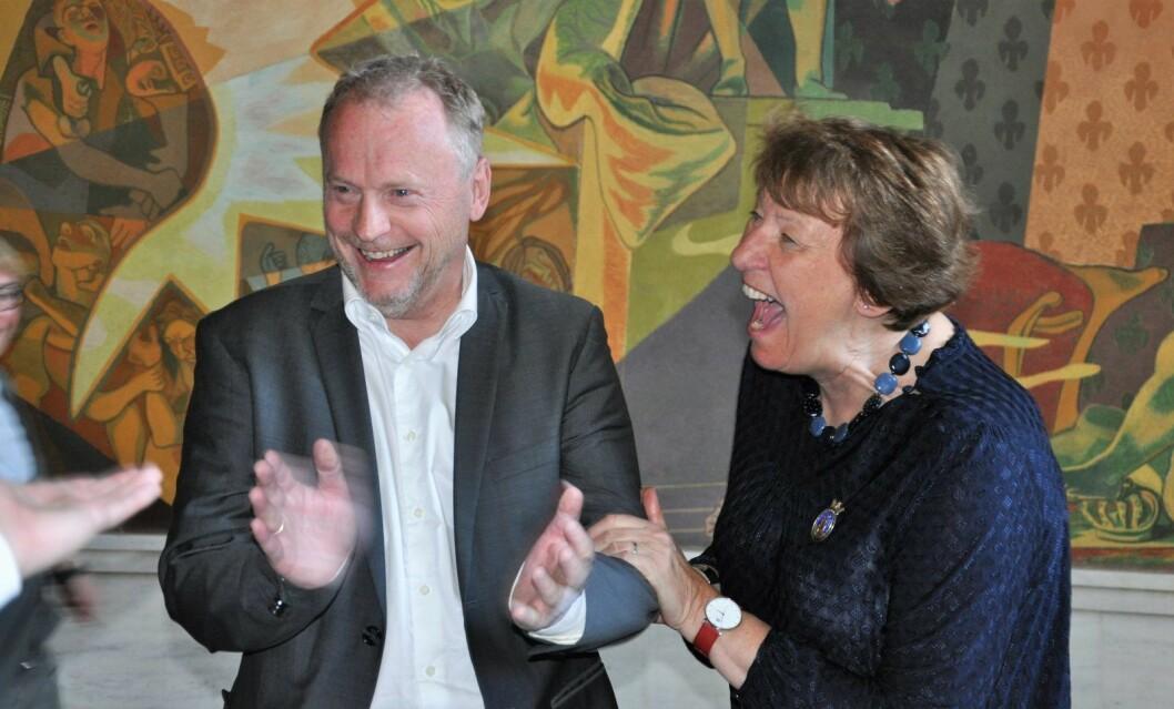 Byrådsleder Raymond Johansen (Ap) og ordfører Marianne Borgen (SV) jubler over at flertallet i bystyret vedtok at flertallet i bystyret støtter ICANs arbeid for avskaffelse av atomvåpen. Kun Høyre og Frp stemte mot da saken ble behandlet onsdag kveld. Foto: Arnsten Linstad