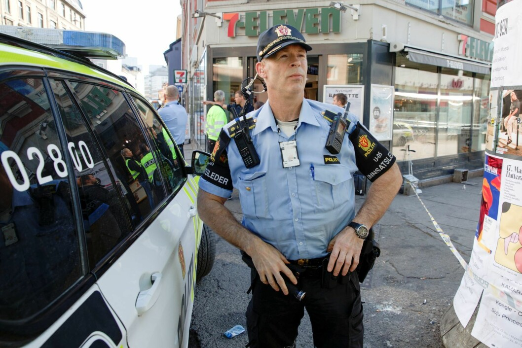 Politiets innsatsleder Rune Bjørsvik på åstedet. En person er alvorlig skadd etter å ha blitt stukket en eller flere ganger med kniv i Brugata i Oslo sentrum torsdag morgen. Foto: Vidar Ruud / NTB scanpix