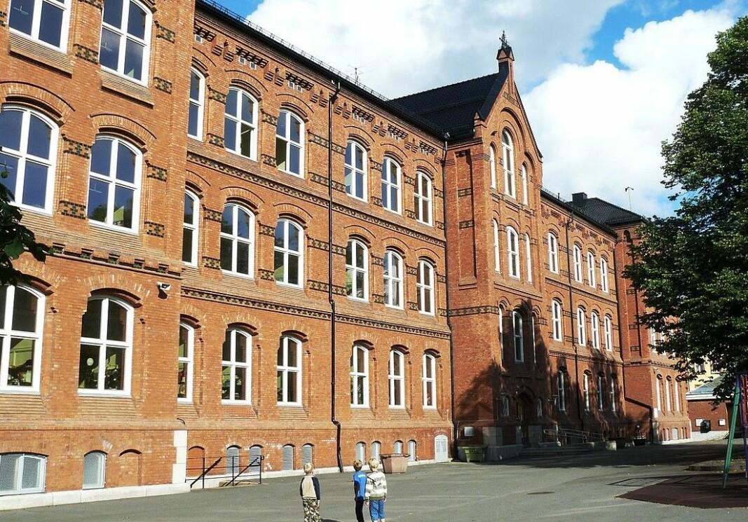 Vålerenga skole er en barneskole i bydel Gamle Oslo. Skolen ligger i østenden av Vålerenga park med hovedinngangen mot Vålerenga kirke. Den ble tatt i bruk fra 1895.