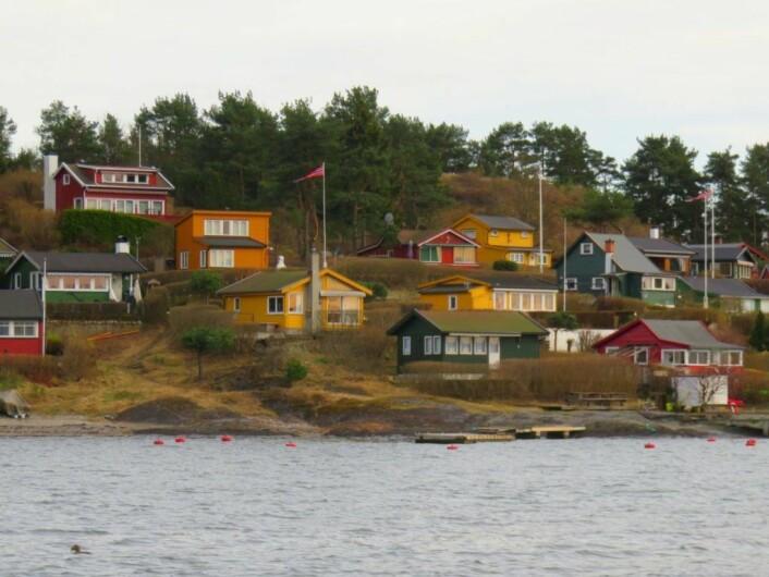 Hytteidyll på vestsiden av Lindøya. Velforeningene har vist interesse for å kjøpe øyperlene fra Statsbygg. Foto: Kyrre S. Seim