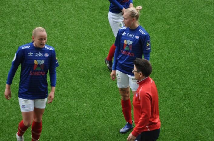 Vålerengas trener Monica Knudsen sendte utpå et mye mer offensivt lag etter pause. Men trykket fra VIF ble ikke omsatt i scoringer. Foto: Arnsten Linstad