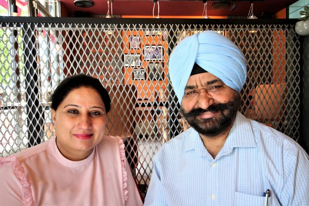Ektemannen Harinder Singh kom til Norge i 1983 mens ektefellen Kiran Jot kom i 1988. Men familien i India har drevet restaurant i over 100 år, og noen av rettene på Theka er basert på oppskrifter som går flere generasjoner tilbake. Foto: André Kjernsli