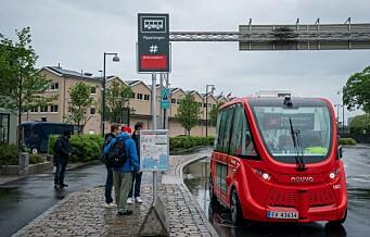 — Hei, jeg heter Oda og kjører helt selv. Førerløs bussrute åpnet på Akershuskaia i dag