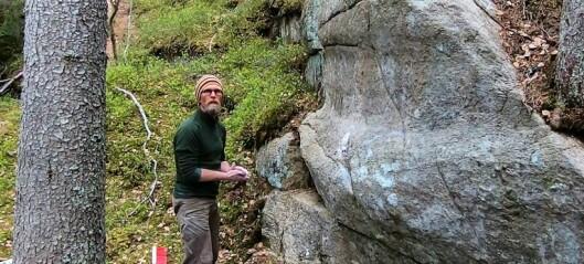 I april tagget noen et hakekors på Speidersteinen i marka ved Oppsal. Denne helga fjernet en lokal klatrer hatsymbolet