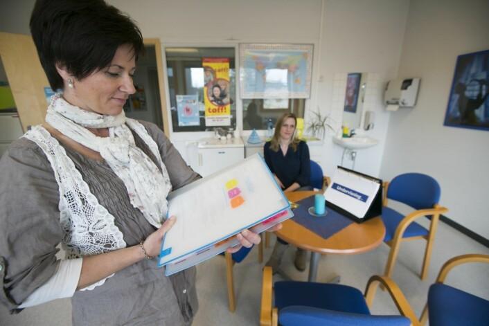 Helsesykepleier Lene Ødegård viser til gode resultater når det gjelder skolehelsetjenesten på Fjelsrud ungdomsskole. Foto: Heiko Junge / NTB scanpix