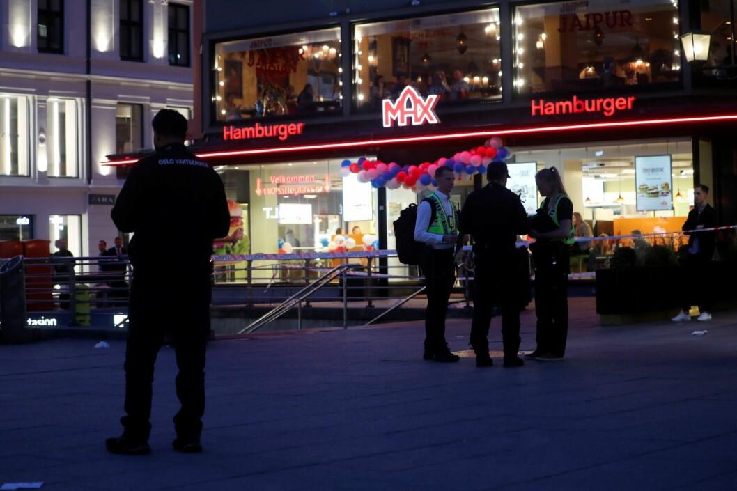 Bilde: tdc1db79 To menn ble onsdag pågrepet av politiet etter at en person ble påført stikkskader i magen på Egertorget i Oslo 17. mai. Dagen etter ble ytterligere en person pågrepet. Foto: Cornelius Poppe / NTB scanpix