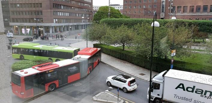 Bussene sliter mest med fremkommelighet dersom stenging av Løkkeveien er årsaken til trafikkøkningen VårtOslo får beskrevet av folk som jobber i nærområdet. Foto: tips@vartoslo.no