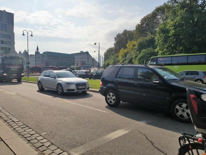 Bildet er tatt ved Fredriks gate, ved rundkjøringen og Henrik Ibsens gate rundkjøring, klokken 16.57, onsdag 22. mai, tredje dag etter stenging av Løkkeveien. Foto: Christina Østergaard