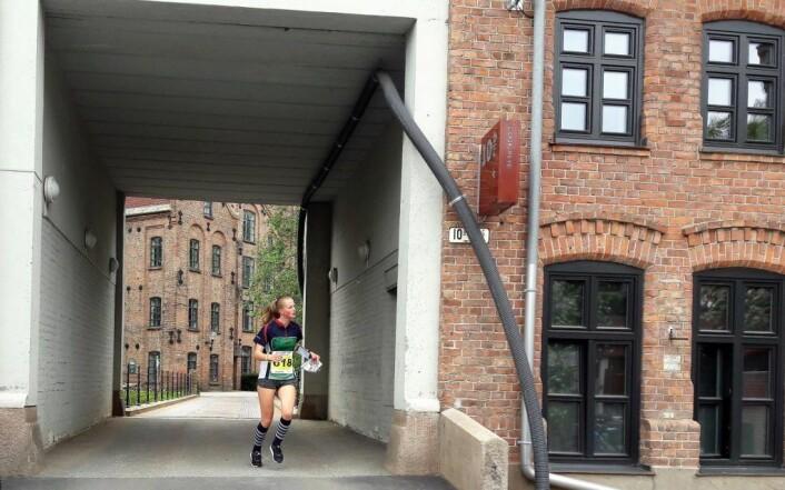 Den gamle industribebyggelsen langs Akerselva ga løperne utfordringer og overraskelser. Foto: Anders Høilund