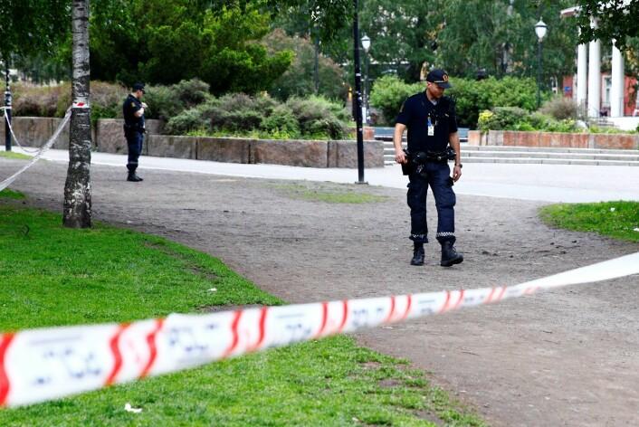 Politiet har sperret av et område på Grünerløkka i Oslo etter mistanke om at skudd har blitt avfyrt. Foto: Audun Braastad / NTB scanpix