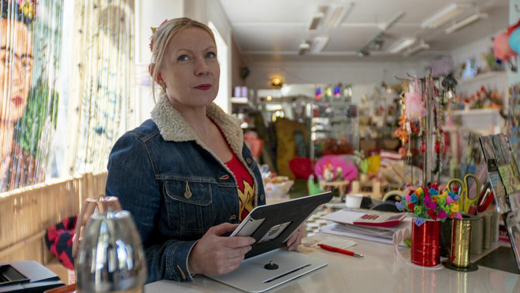 Hege Nylund er innehaver og står bak disken i interiørbutikken Ruth 66. Foto: Thor Langfeldt
