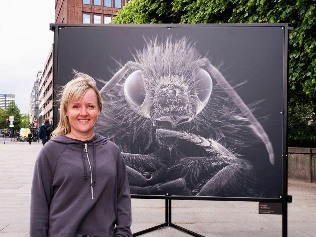 Forsker Jannicke-Wiik-Nielsen ønsker at vi skal få et nærmere forhold til de små dyrene som vi mennesker er helt avhengige av for å overleve. Foto: Jo Straube