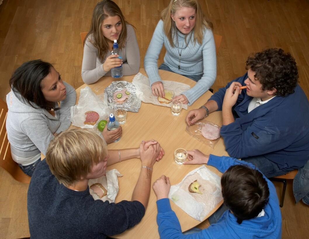 Skal det bli slutt på at elever kan sitte i klasserommet og snakke sammen i matpausen? lurer skribenten. Foto: Berit Roald / SCANPIX
