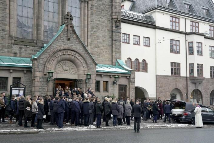 Mange medelever fra Ruseløkka skole var tilstede i bisettelsen i Frogner kirke, og fulgte båren med 15 år gamle Even Warsla Meen. Foto: Cornelius Poppe / NTB scanpix
