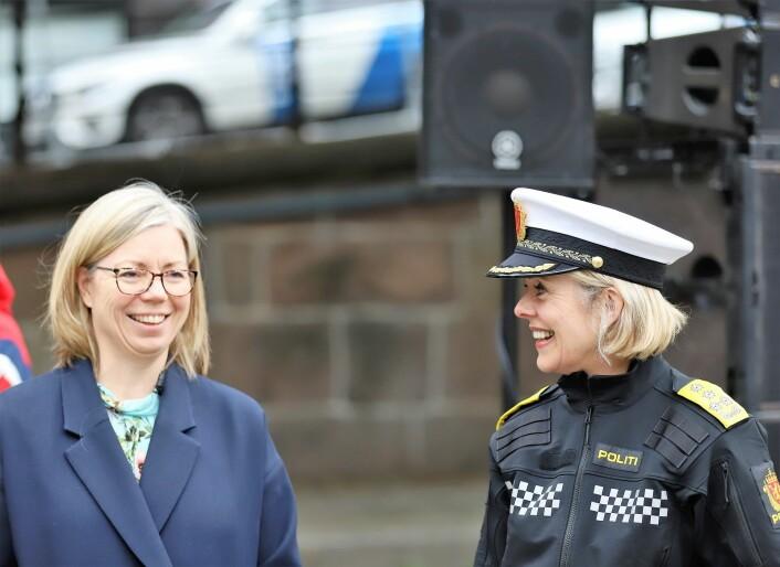 Trine Eilertsen fra Aftenposten og politidirektør Benedicte Bjørnland var blant de mange som stilte opp og holdt appell. Foto: André Kjernsli