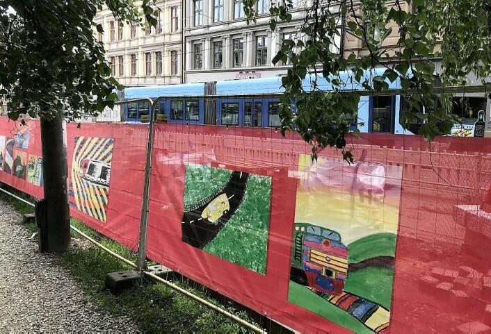 Byggeplassen er blitt til kunstgalleri. Foto: Fremtidenbyreise.no