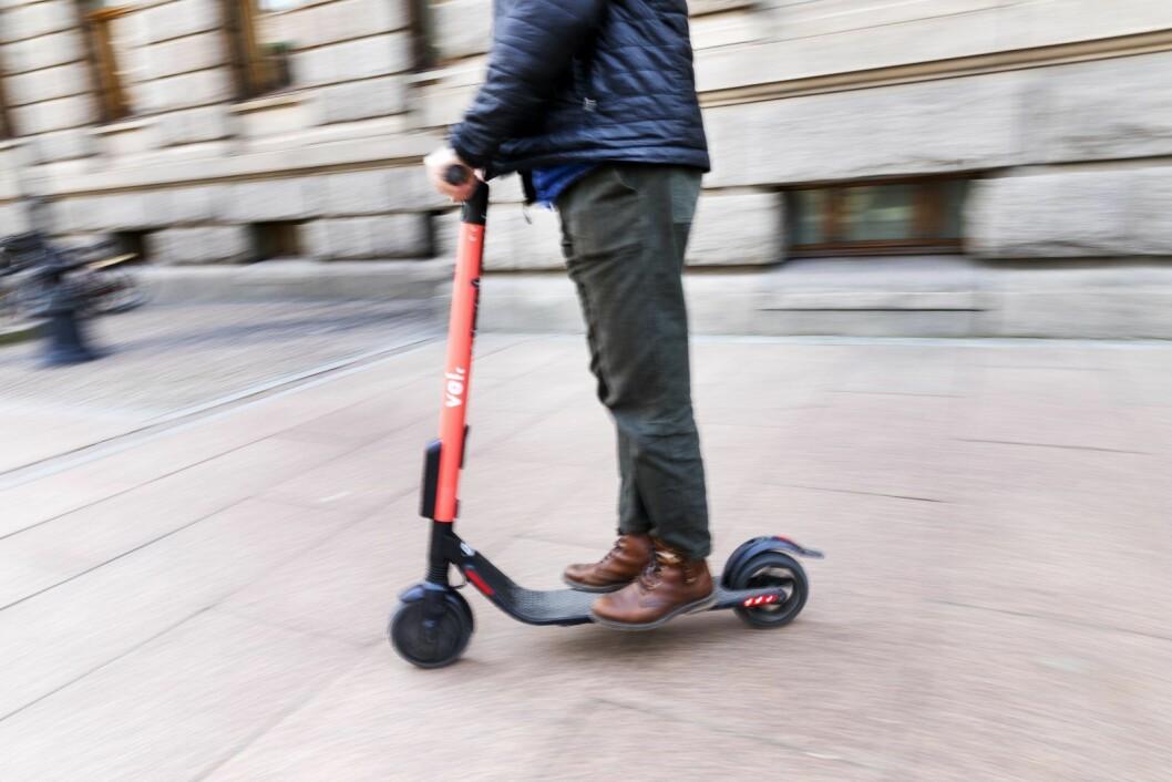 Mens man mister lappen bare for å sette seg i førersetet på en bil med promille, kan man i prinsippet kjøre lovlig i fylla på elsparkesykkel og ståhjuling. Foto: Gorm Kallestad / NTB scanpix
