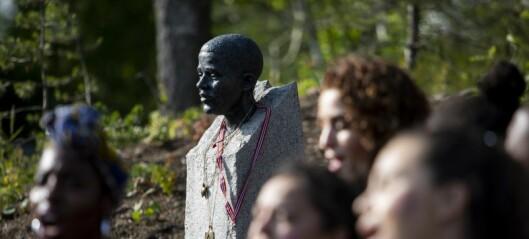 Marit, moren til offeret for rasisme, Benjamin Hermansen, bisatt. Minnestund ved sønnens byste