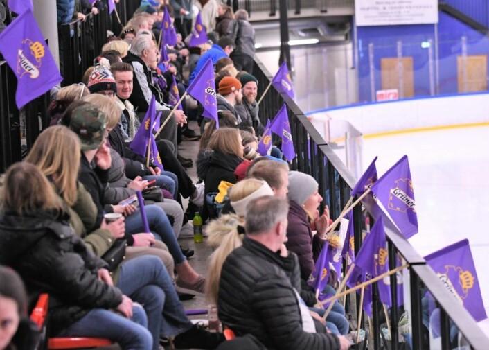 Grüner ishall er egentlig for liten til eliteseriespill, men ble likevel godkjetn av hockeyforbundet. � Det betyr mye for lokalmiljøet at Grüner får spille her, sier Vegard Holm. Foto: Chistian Boger