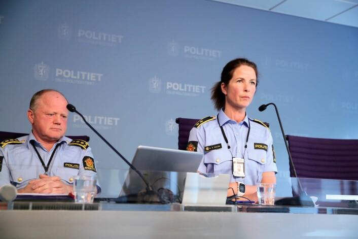 Stabssjef Martin Strand og Anne Alræk Solem under politiets pressekonferansen om knivstikkingen på Grünerløkka i dag. Foto: Håkon Mosvold Larsen / NTB scanpix