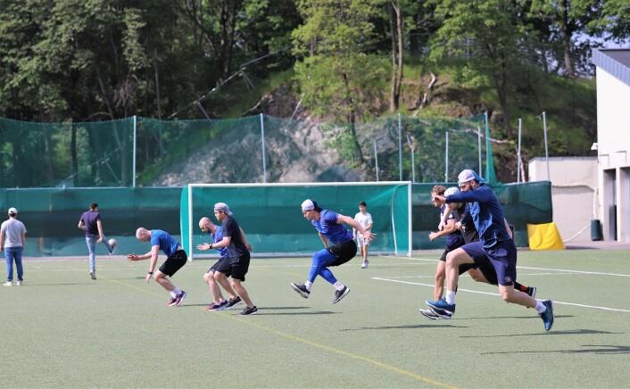 VIF-spillerne uten is, skøyter, kølle og puck. Laget trener fem dager i uka allerede, fysisk form var nøkkelen til fjorårets gode sesong. Foto: André Kjernsli