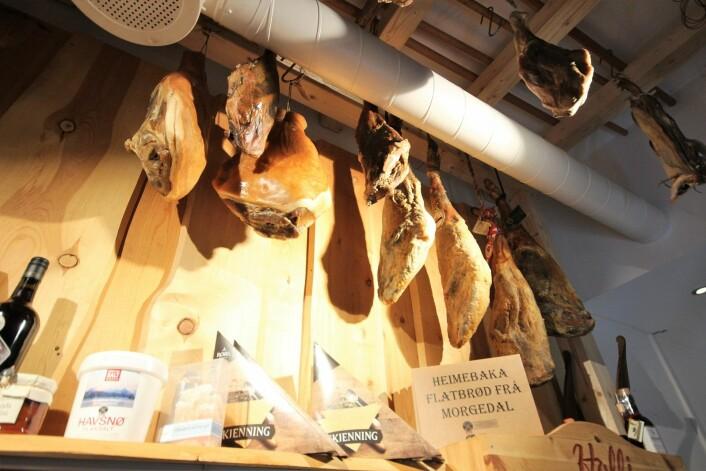 Skinke nr tre fra venstre er en Pata Negra som ble kjøpt inn i 1996. Den er IKKE til salgs. Foto: André Kjernsli