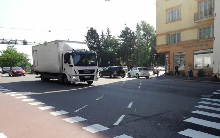 Krysset mellom Kirkeveien og Ullvålsveien er et av Oslos mest trafikkerte. Det er uoversiktlig og ulykkesbefengt. Foto: Anders Høilund