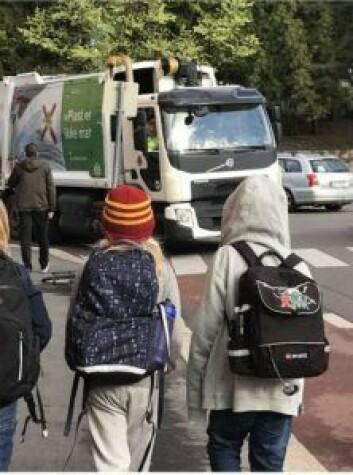 Daglig må skolebarna ut i en av Norges mest trafikkerte gater i rushtiden, på vei til Marienlyst skole.