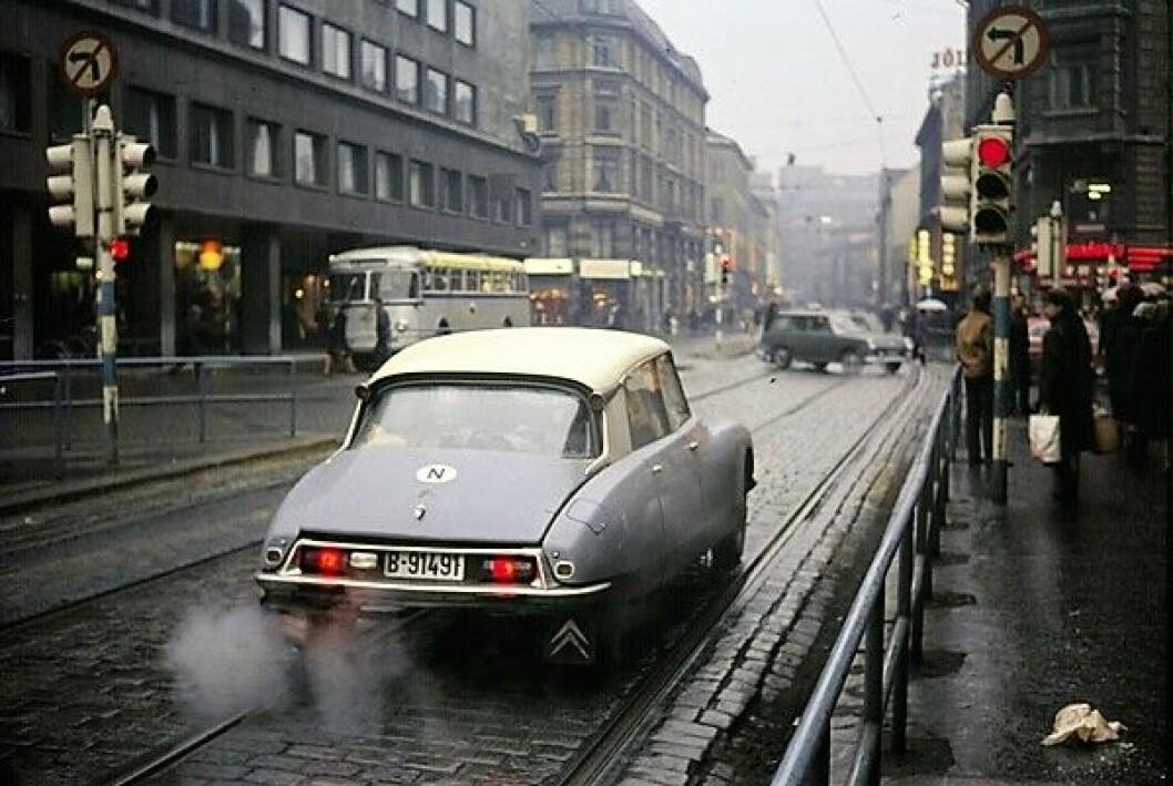 Frp vil ta oss tilbake til en fordums tid da byutviklingen handlet om å legge til rette for bilen, mener skribenten. foto: Frank Thomassen,  Oslo Museum