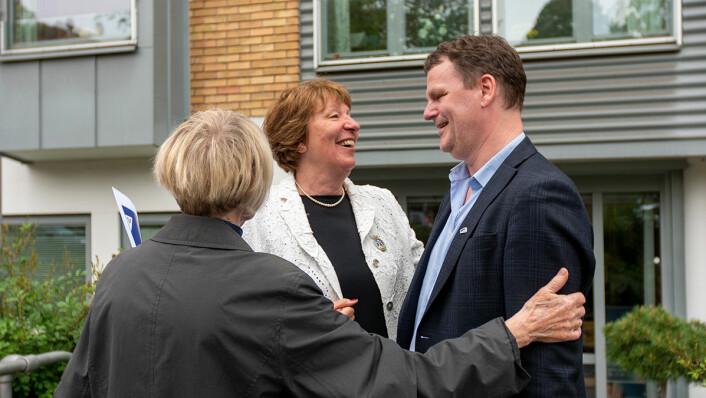 Ordfører Marianne Borgen i hyggelig passiar med leder av bydelsutvalget i Frogner, Jens Jørgen Lie. Foto: Thor Langfeldt