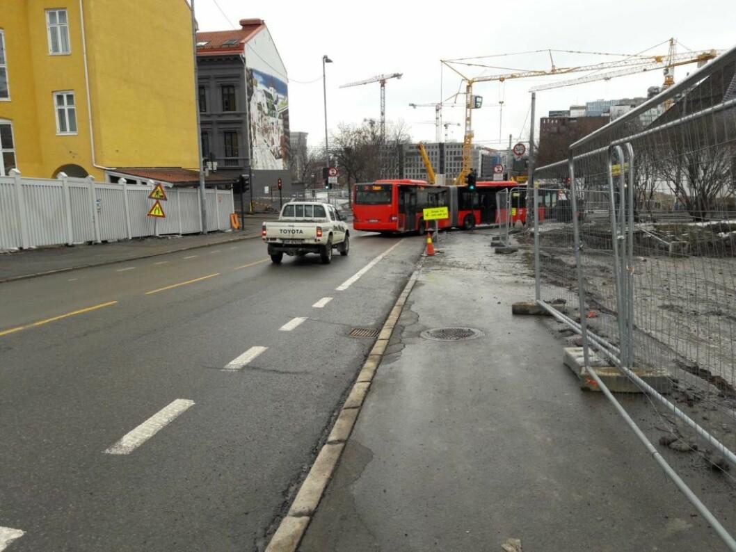 Bilde av riggplassen til Follobanen tatt tidligere i år. Politiet har opprettet sikkerhetssone på 300 meter av frykt for at brannen i en gassflaske skal føre til eksplosjon. Foto: Anders Høilund