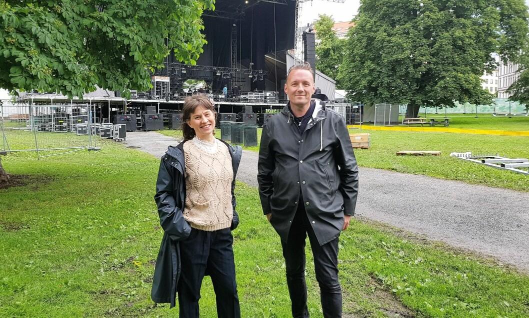 "Kulturbyråd Rina Mariann Hansen (Ap) og konsertarrangør Peer Osmundsvaag ser fram til årets ""Piknik i Parken""-festival i Sofienbergparken.  Foto Christian Boger"