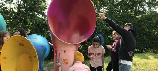 Se, så flott det ble når barna malte lydinstallasjonen i parken til Gamlebyen Sport og Fritid