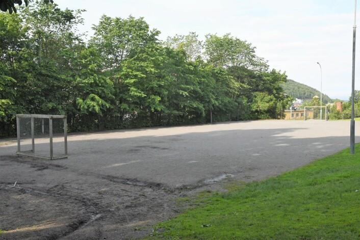 """Den populære fotballbanen i Vålerengaparken kan forsvinne om de verneverdige husene fra """"hylla"""" i Enebakkveien skal flyttes hit. Foto: Christian Boger"""
