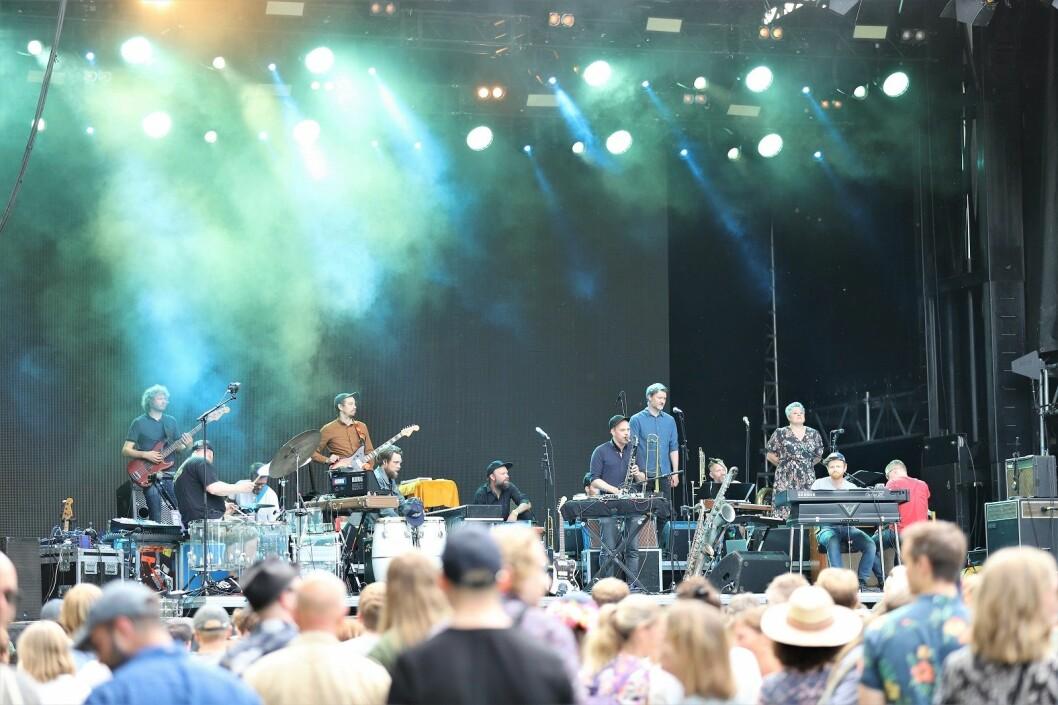 Jaga Jazzist med fullt lag på scenen. Foto: André Kjernsli