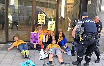 Miljøaktivister krever at Norge erklærer en økologisk- og klimakrise. Ti ble arrestert