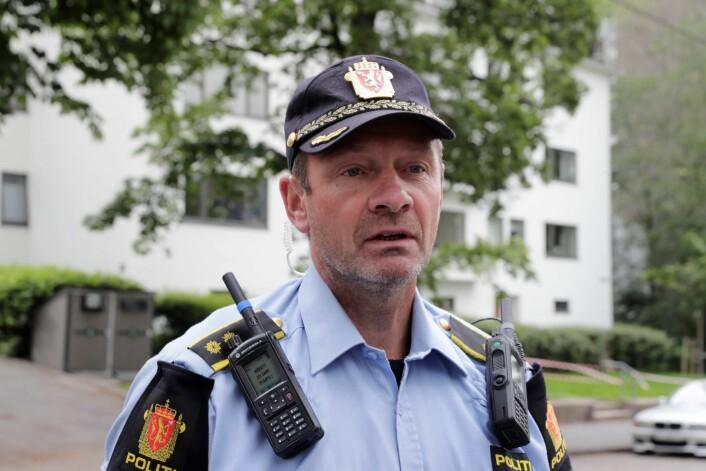 Politiets innsatsleder Tore Barstad ved stedet der en mann ble skutt i beinet av politiet ved Solli plass. Foto: Berit Roald / NTB scanpix