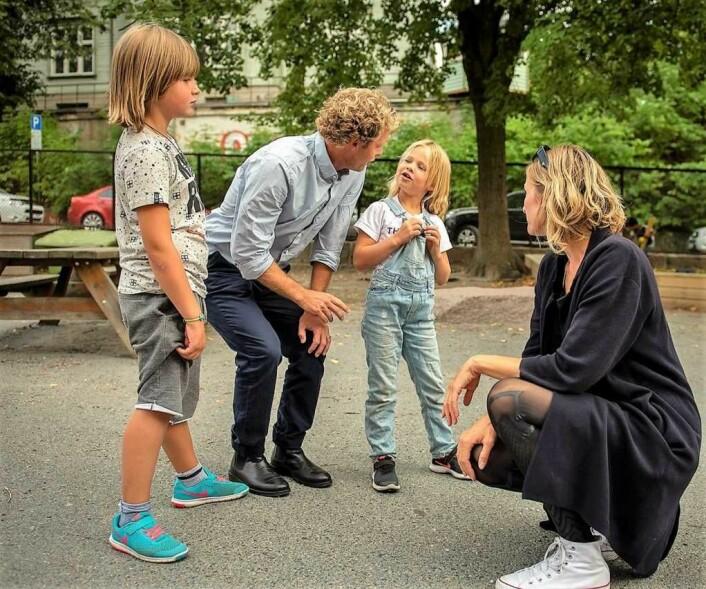 Utdanningsbyråd Inga Marte Thorkildsen (SV) sittende til høyre. Nå setter foreldrene ved Bolteløkka sin lit til at Oslos politikere sørger får at utdanningsetaten utreder midlertidig skole-løsning fremfor bussing en og en halv time hver dag. Foto: Christian Boger