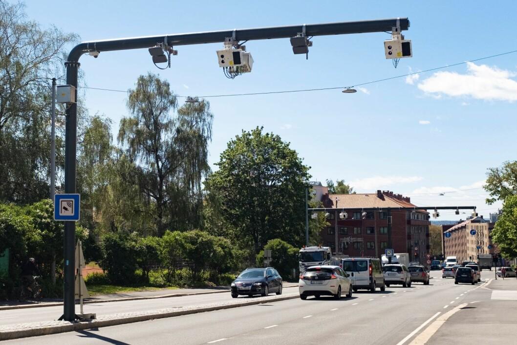 Fra 1. juni 2019 ble det innført et helt nytt bompengesystem i Oslo, og neste år vil elbilene måtte betale halv takst. Men det er for lite til å finansiere Oslopakke 3. Foto: Fredrik Hagen / NTB scanpix