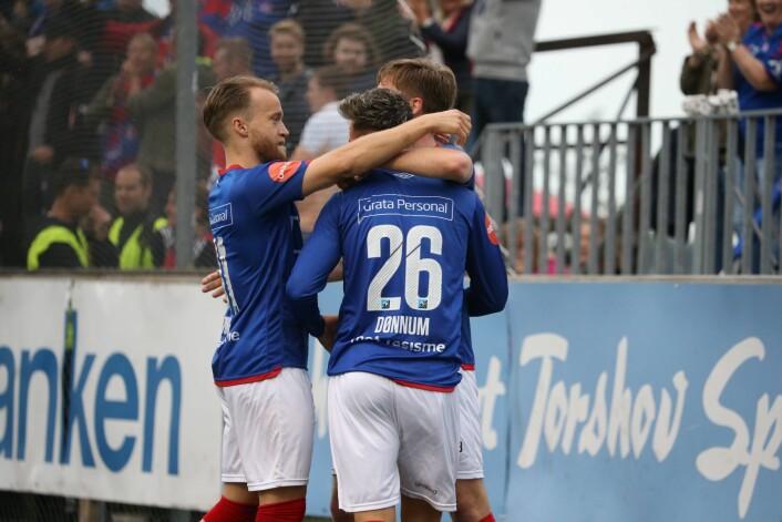 Vålerengas Aron Dønnum (midten) i NM-kampen i fotball mellom Bærum - Vålerenga på Sandvika stadion. Foto: Ørn E. Borgen / NTB scanpix