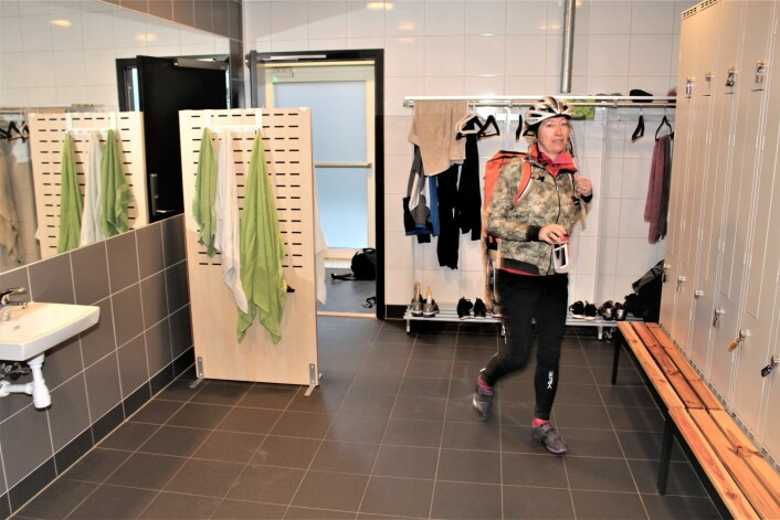 I garderobene er det låsbare skap. Foto: Roar Løkken/Syklistenes Landsforbund