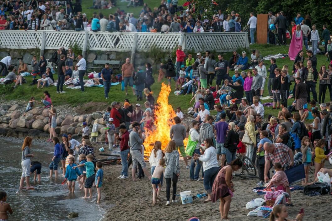 I år, som tidligere år, blir det mulig å legge sankthans-feiringen til Hvervenbukta, med bål og familiehygge. Foto: Terje Bendiksby / NTB scanpix