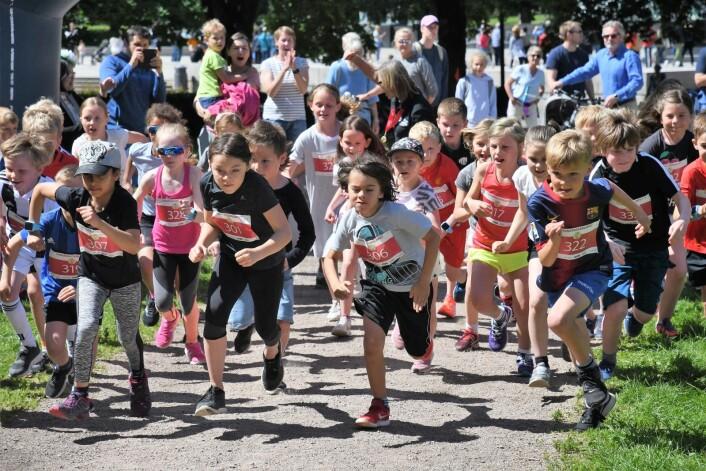 """Vel 250 barn i alle aldre deltok i årets utgave av """"Sinnataggenløpet"""". Foto: Christian Boger"""
