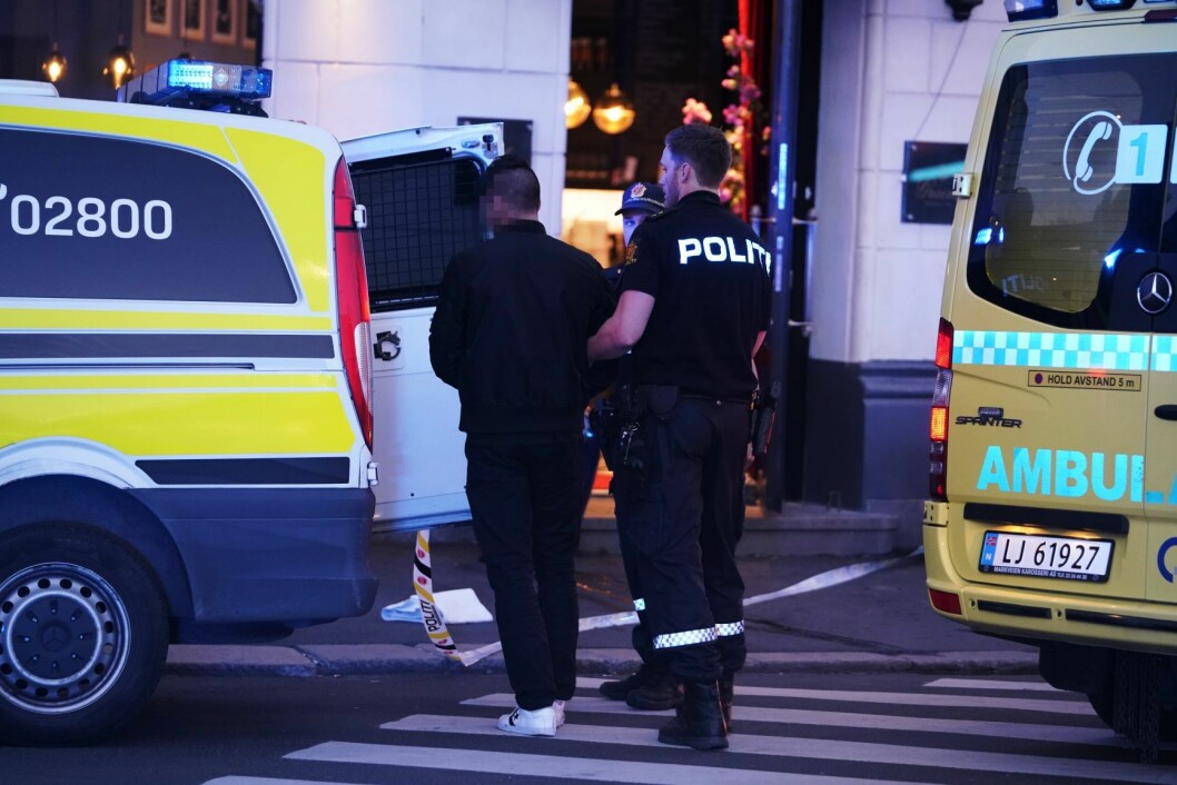 Politiet har kontroll på en person på stedet som fremstår som mistenkt. Foto: Fredrik Hagen / NTB scanpix