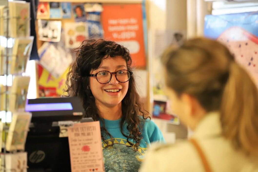 Innehaver Angelique Heggheim har et tett forhold til mange av sine kunder. Foto: André Kjernsli