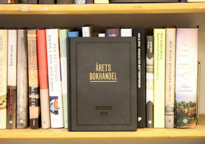 Det synlige beviset på at Sagene bokhandel i Arendalsgata er årets bokhandel i Norge. Foto: André Kjernsli