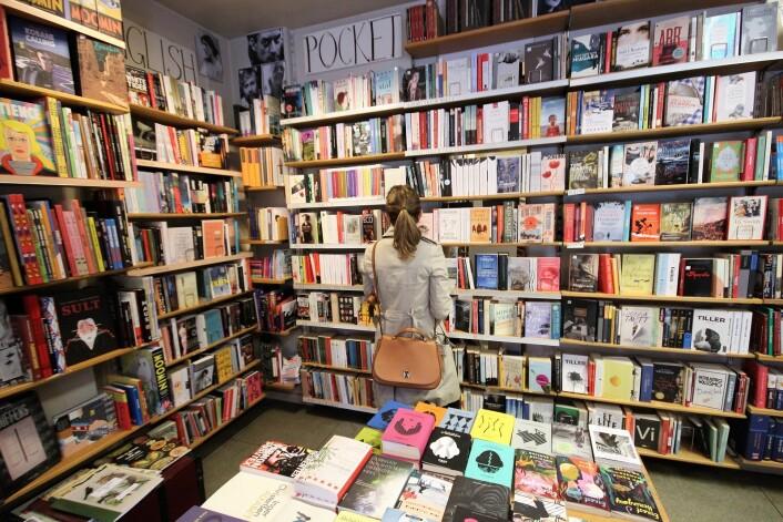 — Jeg har drevet butikken siden 2013, og da var det ut med lys og servietter og inn med flere bøker, sier Angelique Heggheim. Foto: André Kjernsli
