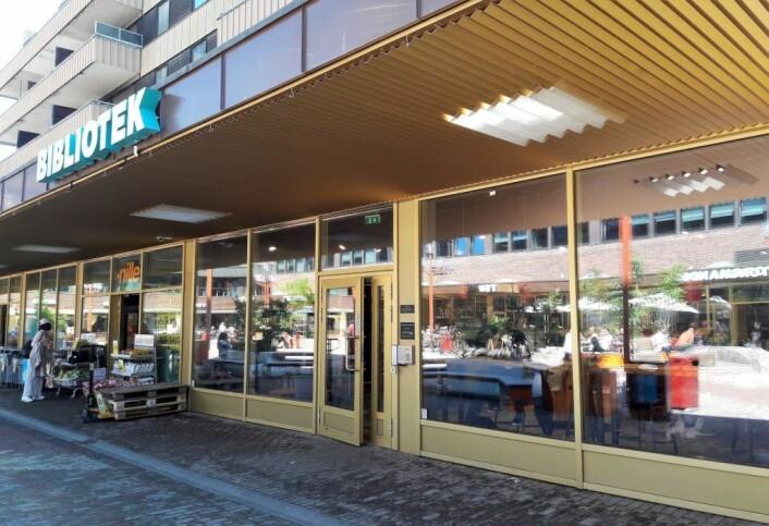Tøyen torg har blitt en viktig møteplass i bydel Gamle Oslo. Biblioteket er blant byens best besøkte. Foto: Anders Høilund.