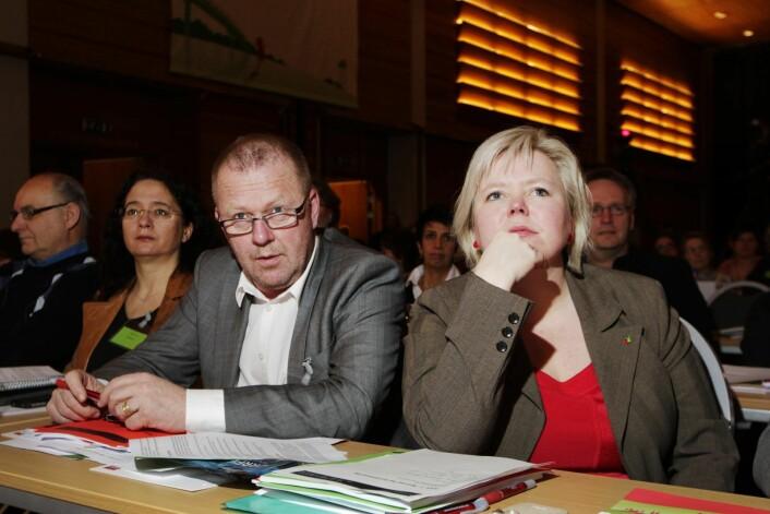 Silje Schei Tveitdal (til h.) og Jan Olav Andersen deltar på SVs landsmøte i 2011. Nå er Tveitdal PR-rådgiver for klimaetaten i Oslo kommune, som ledes av tidligere SV-topp Heidi Sørensen. Foto: Erlend Aas / SCANPIX