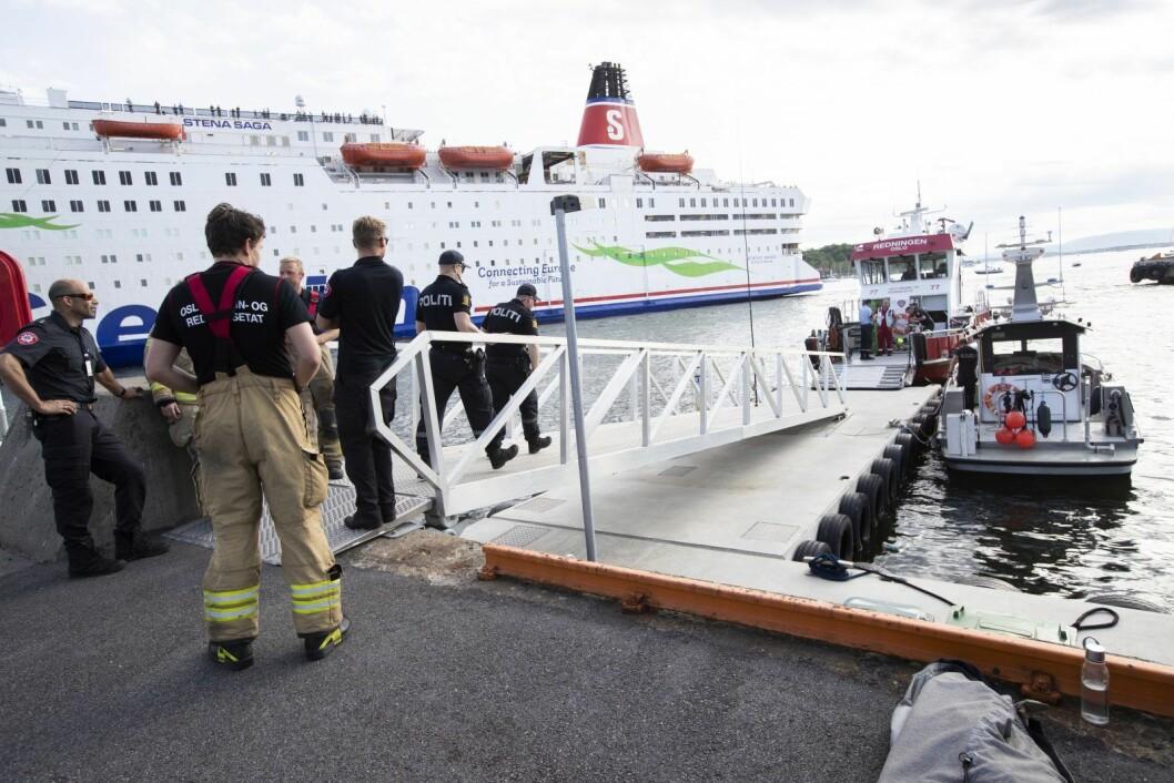 Nødetatene på vei ut fra Vippetangen etter at fergen Oslo XI kolliderte med brygga på Hovedøya. Foto: Berit Roald / NTB scanpix